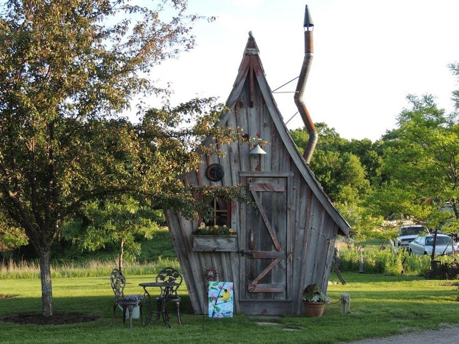 Minuscules cabanes en bois