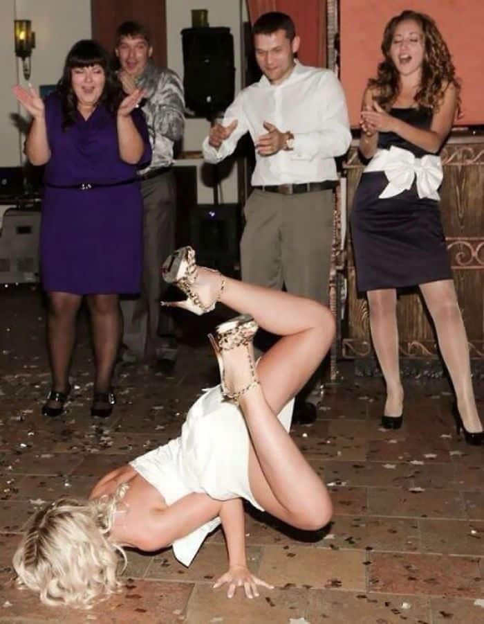 Et maintenant la première danse ... Femme: