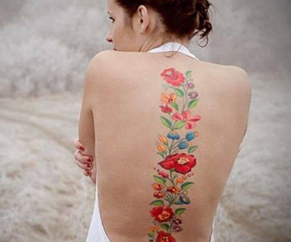 25 tatouages de colonne vertébrale qui subliment le dos des femmes