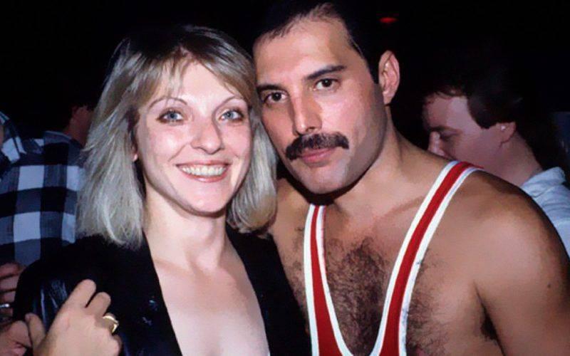 Freddie Mercury avec Mary Austin