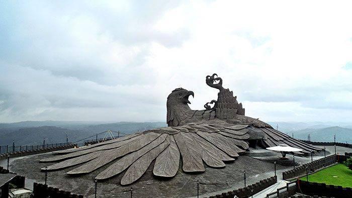 sculpture d'oiseau