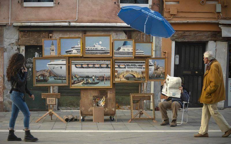 Banksy s'installe parmi les vendeurs de rue de Venise