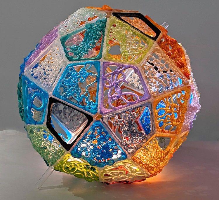 sculptures en verre «tricotées»
