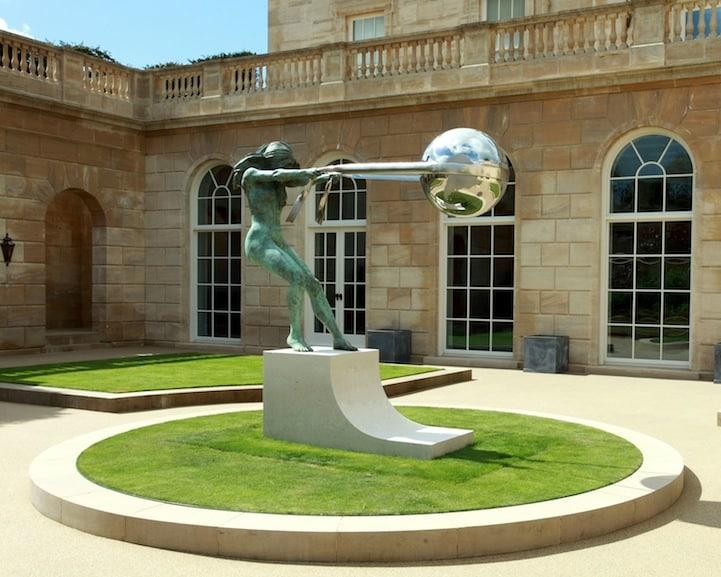 sculptures défiant la gravité