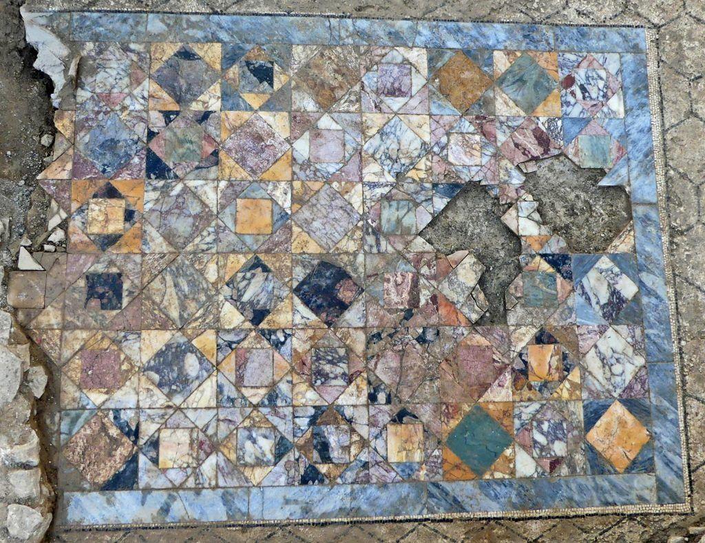 sol en marbre de la Rome